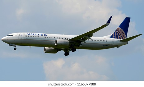 Philadelphia, PA - August 8th, 2018: A United Airlines Boeing 737-924 Landing