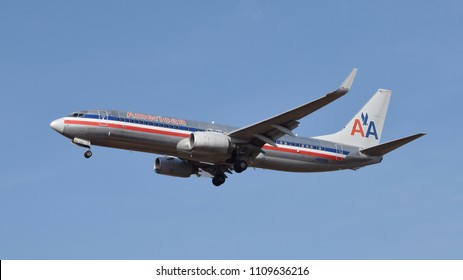 Philadelphia, PA - December 1st, 2016: An American Airlines Boeing 737-823 in an Old Pre-2013 Livery Landing at Philadelphia International Airport