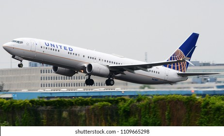 Philadelphia, PA - June 3rd, 2018: A United Airlines Boeing 737-924 Departing from Philadelphia International Airport