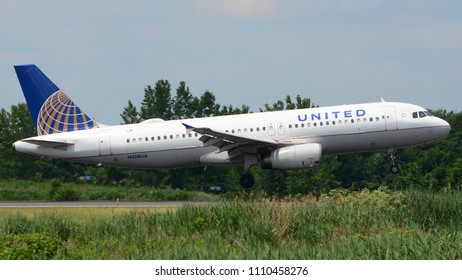 Philadelphia, PA - June 9th, 2018: A United Airlines Airbus A320-232 Landing at Philadelphia International Airport