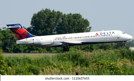Philadelphia, PA - June 9th, 2018: A Delta Airlines Boeing 717-2BD Landing at Philadelphia International Airport