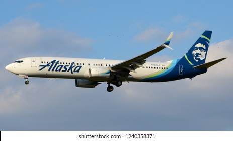 Philadelphia, PA - November 25th, 2018: An Alaska Airlines Boeing 737-990ER Landing