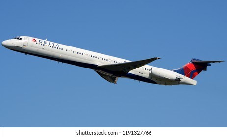 Philadelphia, PA - September 29th, 2018: A Delta Airlines McDonnell Douglas MD-88 Taking Off