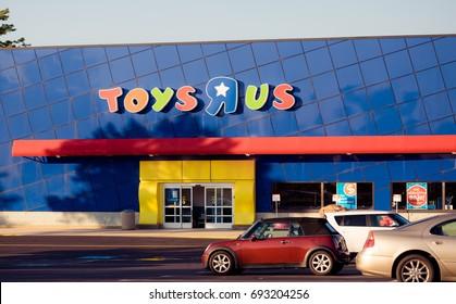 Philadelphia Pennsylvania Aug 8 2017 Toys R Us Retail Strip