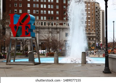 PHILADELPHIA, PENNSYLVANIA/UNITED STATES – APRIL 15: Love Sculpture in Philadelphia, in front of a fountain