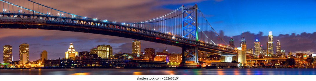 Philadelphia skyline panorama and Ben Franklin Bridge at twilight, US