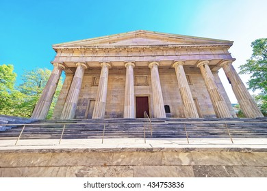 Philadelphia, USA - May 5, 2015: The Second Bank of the United States on Chestnut Street in Philadelphia of Pennsylvania, the USA.