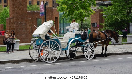 PHILADELPHIA, USA - MAY 9: Horse and carriage rides in Philadelphia, USA, as seen on May 9, 2015. This is a popular tourist attraction in front of the Independence Hall.