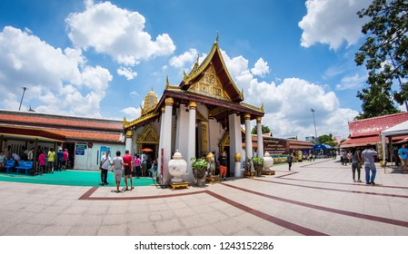 PHITSANULOK, THAILAND - NOVEMBER  25, 2018 : Wat Phra Sri Rattana Mahathat Woramahawihan, Phitsanulok Province, Thailand.
