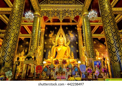 PHITSANULOK, THAILAND - SEPTEMBER 14 :Golden Buddha Phra Buddha Chinnarat at Phitsanulok. Province on September 10, 2014 in Phitsanulok., Thailand.