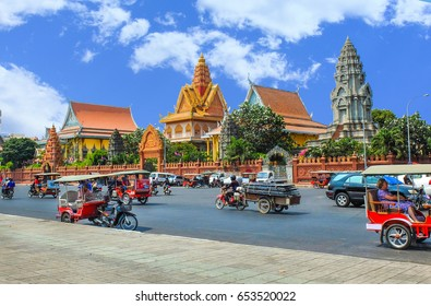 PHNOM PENH, CAMBODIA - MARCH 17, 2015 : Wat Ounalom in Phnom Penh, headquarter of Cambodian Buddhism