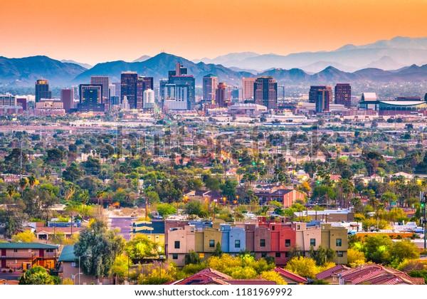 Phoenix, Arizona, ville du centre-ville des États-Unis à la tombée de la nuit.