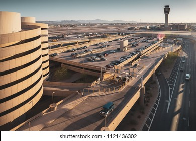 Phoenix,Az/USA-6.11.18 - Phoenix Sky Harbor International Airport saw the number of total passengers increase by 2.1 percent in May,18, compared to the same month the year before ( Phx Business Jnl)
