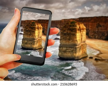 phone in hand  taking 12 apostles picture