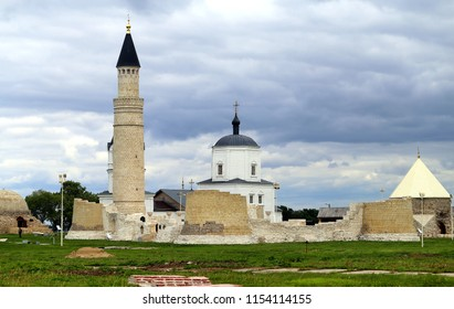Photo of ancient minarets and temples in Tatarstan