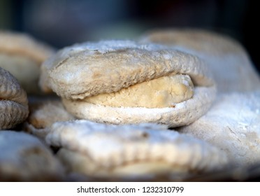 Photo background bright macro beautiful shortbread cake with curd on the counter