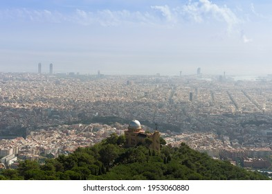 Photo of Barcelona with the Fabra observatory in the foreground