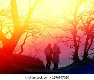 Photo a beautiful bright sunset in the mountains with people on a cliff