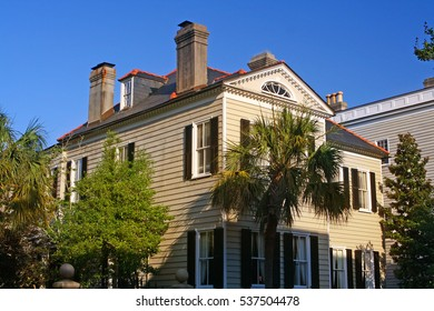 A photo of a beautiful, historic mansion in Charleston, South, Carolina, in early morning light.