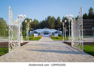 Photo of the beautiful white wedding tent