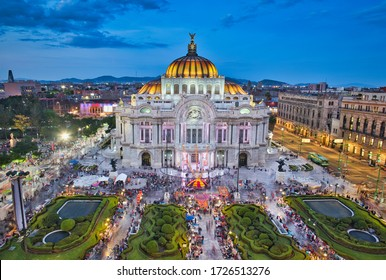 Photo of the Bellas Artes Palace in Mexico city at the blue hour time