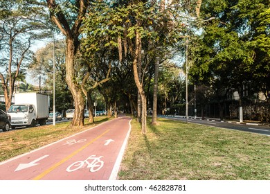 Photo of Bike Path in the Streets of Sao Paulo, Brazil (Brasil)