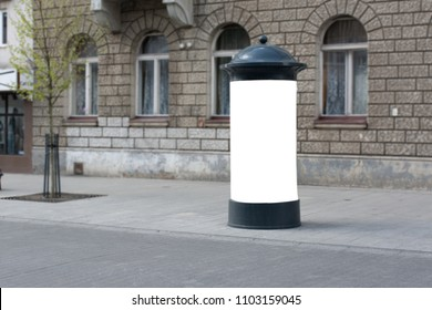 Photo blank white mockup poster of street advertising column stand on sidewalk