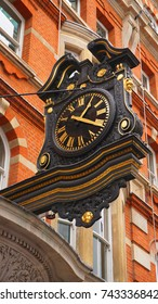 Photo of buiding near famous market of Covent garden in London, United Kingdom