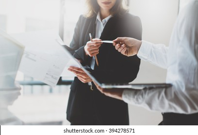 Photo business partners meeting. Team work. Business woman giving card colleague. Presentation new project modern office. Blurred background, film effect, horizontal