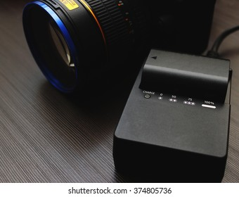 Photo camera accumulator and charger
