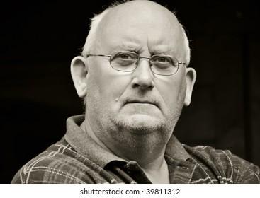 photo capture portrait of a senior male in glasses
