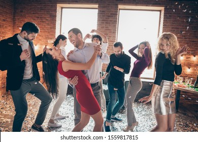Photo of cheerful positive nice pretty couple of laughing beloved couple having fun together surrounded by people dancing at birthday party