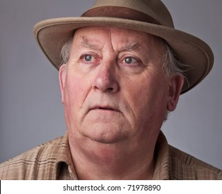 photo close up senior male wearing a hat