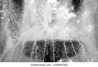 Photo of a close-up spray of a wonderful fountain in the park