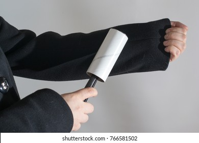 Photo of clothes roller for cleaning of garbage and cat fur