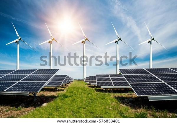 Colección fotográfica de paneles solares y turbinas eólicas - concepto de recursos sostenibles