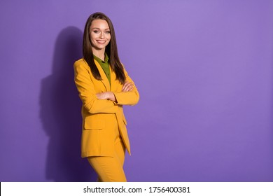 Photo of confident beautiful business lady hands folded smiling successful worker wear yellow luxury office blazer pants suit green blouse shirt isolated purple pastel color background