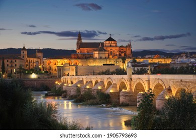 Photo of cordoba and the mesquita cathedral at sunset time
