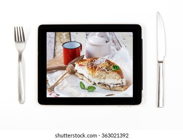 Photo cream cake and coffee with grapes on tablet indoors