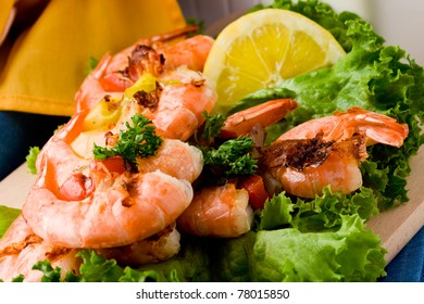photo of delicious grilled prawns over lettuce bed with peperoni