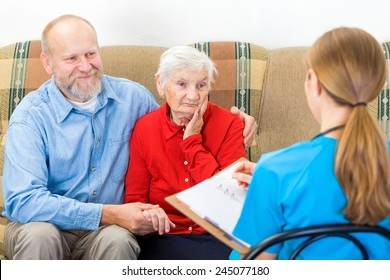 Photo of elderly woman tells a story for the doctor