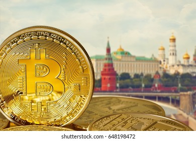 Photo Golden Bitcoins (new virtual money). Coins bitcoin in the background of Moscow. Conceptual photo.