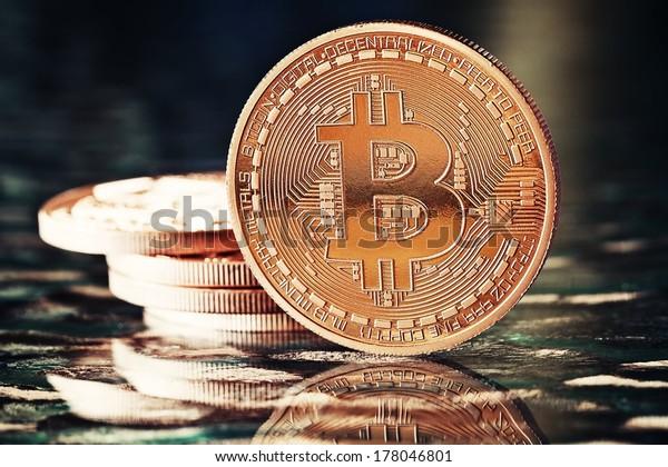 Photo Golden Bitcoins (new virtual money ) on a black background