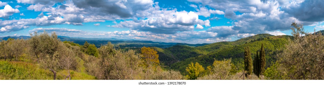 photo in high definition and large format of Tuscan landscape with clouds against a background of blue sky
