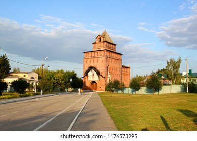 Photo landscape of the ancient Kremlin tower in the Russian city is lit by the sun