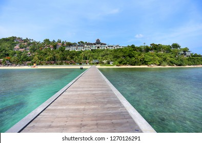 Photo landscape tropics exotic bridge on the sea and trees