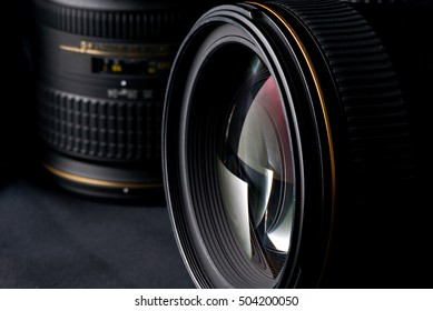 Photo lens side view on blurred object background