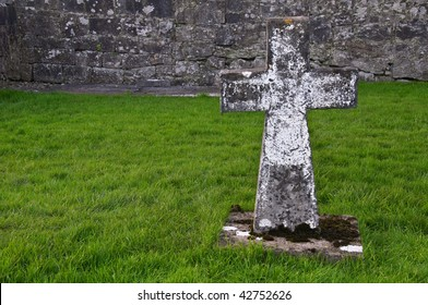 photo of a lone holy cross grave in ireland