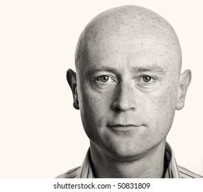 photo male b&w portrait close up on white backdrop