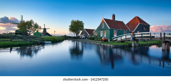 Photo of the moulings in Zaanse Schans at the sunset time